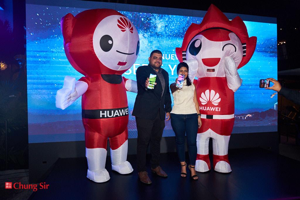 avier Saavedra, Gerente de Capacitación de Huawei; Ana Grimaldo, Gerente de Mercadeo y Relaciones Públicas de Huawei.
