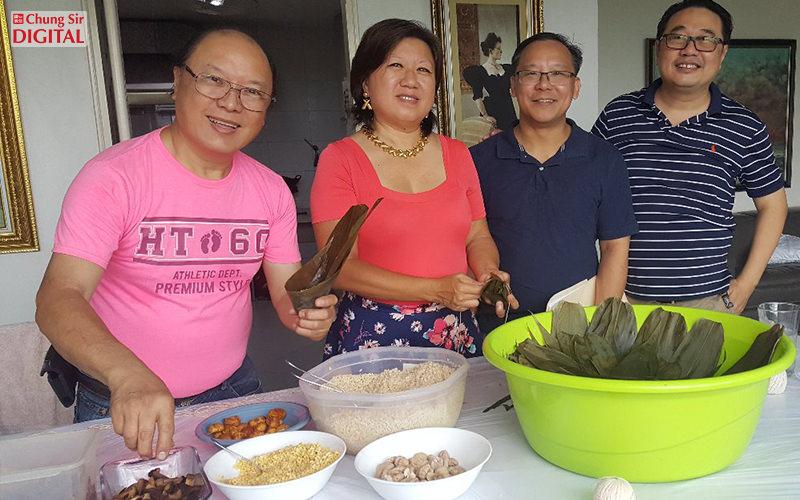 Preparando Zongzi (Tamales Chinos) una razón para reunir a la familia