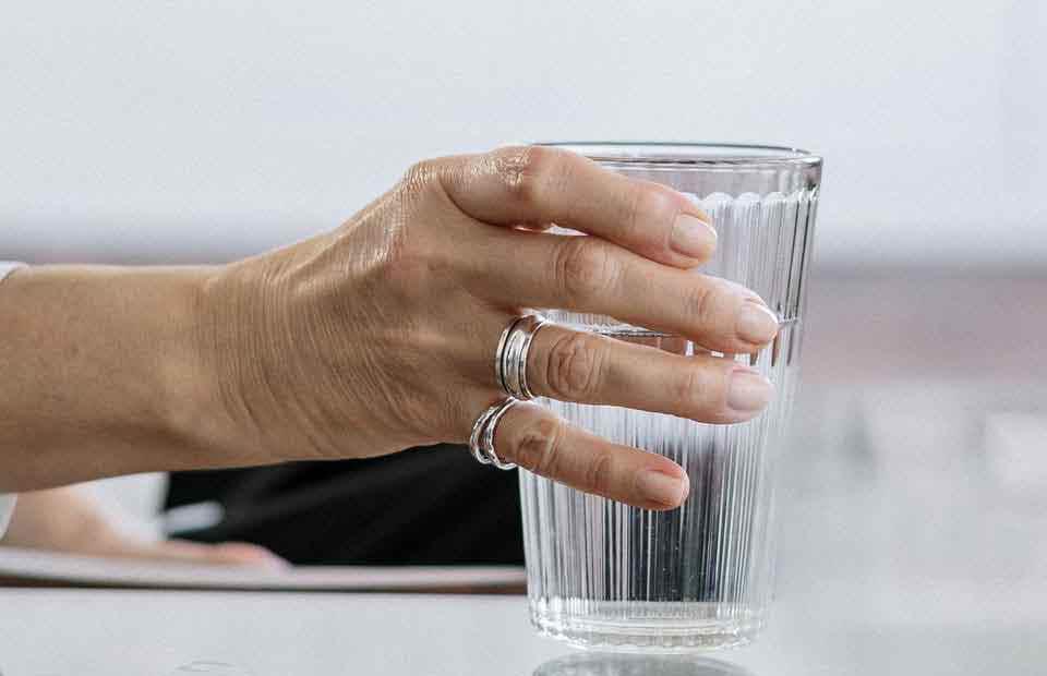 Conoce 10 beneficios de tomar Agua en ayunas